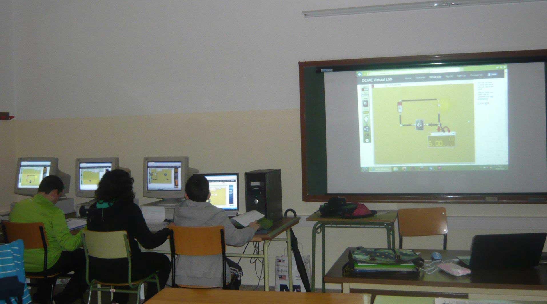 DCACLab at school, students having fun simulating circuits